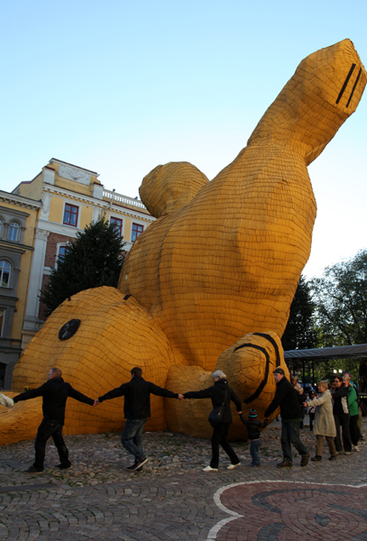 Big Yellow Rabbit, Florentijn Hofman, Open art, Örebro 2011